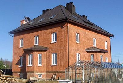 Монтаж крыши мансарды